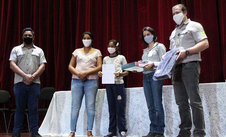 Mineração Usiminas entrega prêmios aos vencedores do Concurso de Desenho e Redação